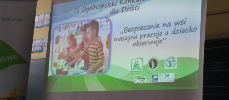 """""""Bezpiecznie na wsi: maszyna pracuje a dziecko obserwuje"""" – spotkanie z pracownikami KRUS-u"""